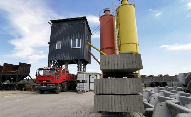 zaladunek-suchej-mieszanki-betonowej